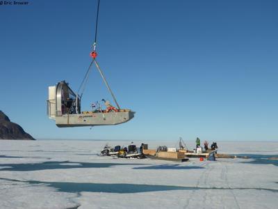 Arrivee hydroglisseur au camp de glace