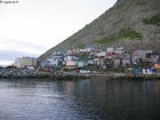 Les 150 habitants vivevnt sur la roche