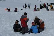 Enfants sur lac gele