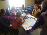 Visite au bureau de Mary maire de Qikiqtarjuaq