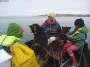 Debarquement des chiens a Qikiqtarjuaq