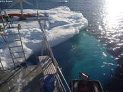 Gros glacon visite Vagabond au mouillage2