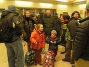 071e Arrivee equipage Vagabond a Qikiqtarjuaq par piem