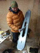 Jaypootie et son outil pour passer un filet sous la glace
