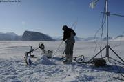 Mise en place des sondes de temperatures dans la glace