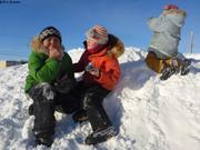 Jouer sur gros tas de neige
