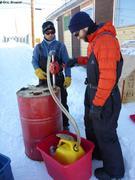 Transfert gasoil avant acheminement vers camp de glace