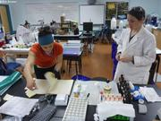 Celine Joannie et Anita au labo GreenEdge a Qikiqtarjuaq