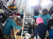 Ecoliers visitent tente au camp de glace