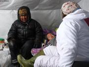 Joannassie et Mary apportent leur reconfort apres avalanche