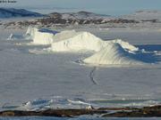 Icebergs echoues entre iles Broughton et Baffin