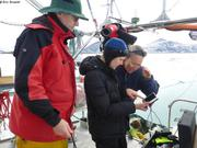 Jochen Branwen et France observent avec camera sous-marine