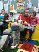 Enfants racontent histoires aux parents