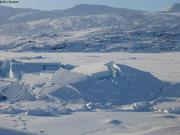 Banquise soulevee par la partie immergee d un iceberg
