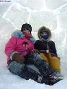 Leonie et Aurore dans l'igloo des Rangers