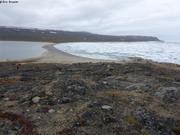 Baie Aningaatalik protegee des glaces par isthme naturel