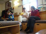 Inspection carnets sante enfants a l'hopital de Grise Fiord