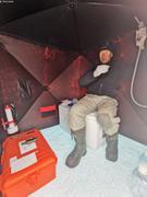 Eric dans mini labo sur banquise ©Terry Noah