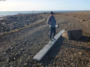 Leonie trouve une planche cap Newman Smith ©EB