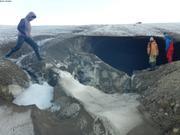 Exploration grotte glaciaire Belcher ©EB