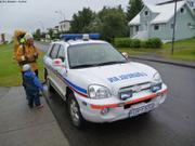 Voiture police pour aller a la piscine