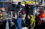 Dechargement 900kg echantillons et materiel Uummannaq