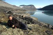 Toundra accueillante et jeune glace baie Eqalulik