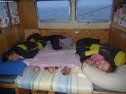 Bien installees pour la nuit en mer