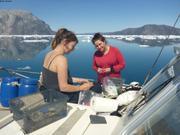 Emma et Lina trient la coralline