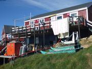 Traineaux et maison a Upernavik