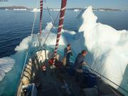 Leonie et France repoussent glacon au mouillage
