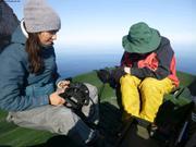 Natasha et Jochen cherche de la coralline depuis l'annexe