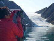 Maya prepare bouteille pres du glacier Belcher