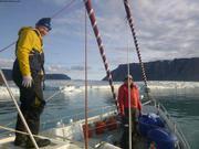 Dave et Maya sur Vagabond devant glacier Sverdrup