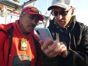 Jimmy et Andrew observent resultats releve hydrographique