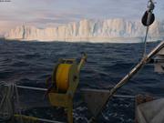 En longeant un iceberg pres du cap Norton Shaw