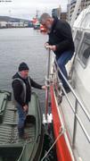 Christophe et Kirk testent installation bras pour sonar