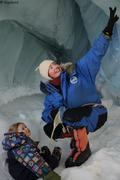 Leonie et France dans grotte de glace