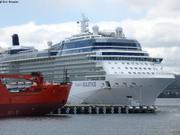 Brise-glace australien et navire de croisiere